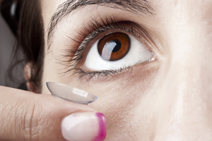 How to Insert A Contact Lens
